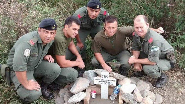 Gendarmes del móvil 5 homenajearon a sus camaradas.