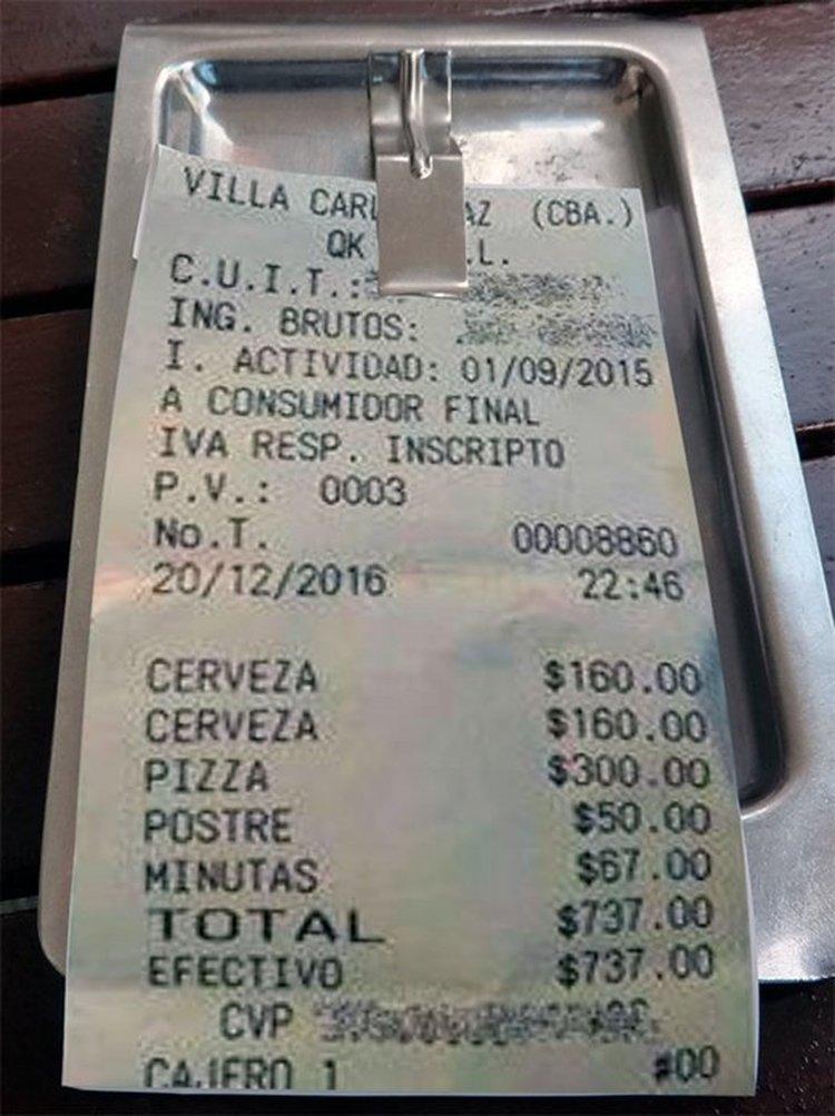 Este es el ticket de un turista que también escrachó a una pizzería de Carlos Paz.