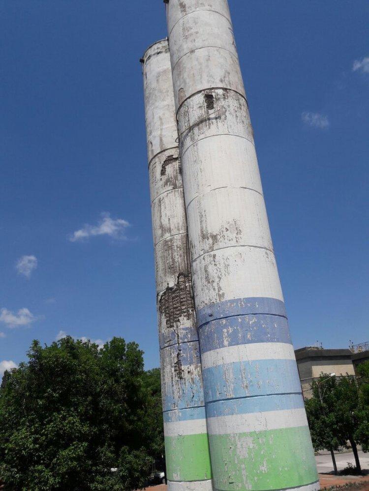 La falta de mantenimiento de los tanques en el Barrio San Remo es evidente.